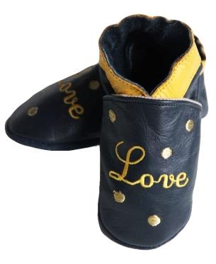 chaussons en cuir pour bébé.